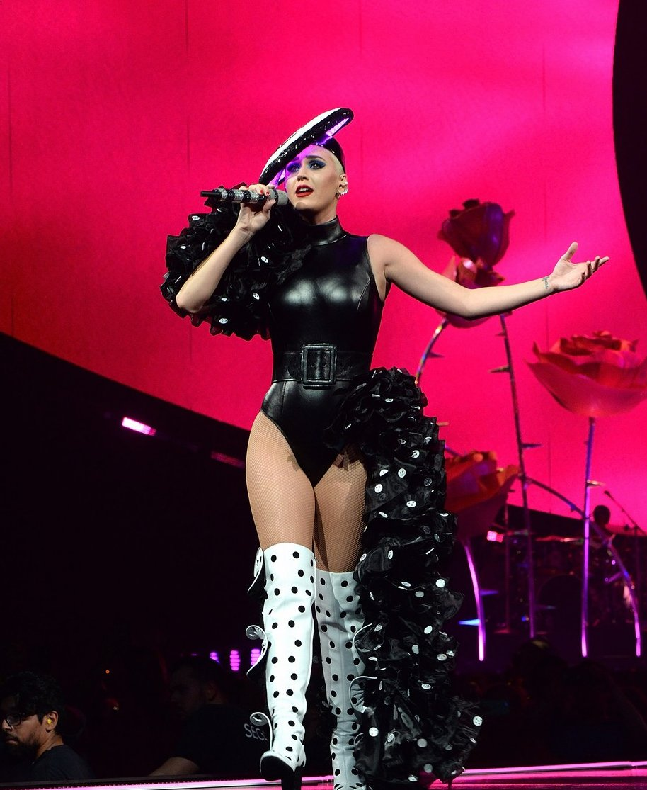 Katy Perry Kicks Off Witness The Tour