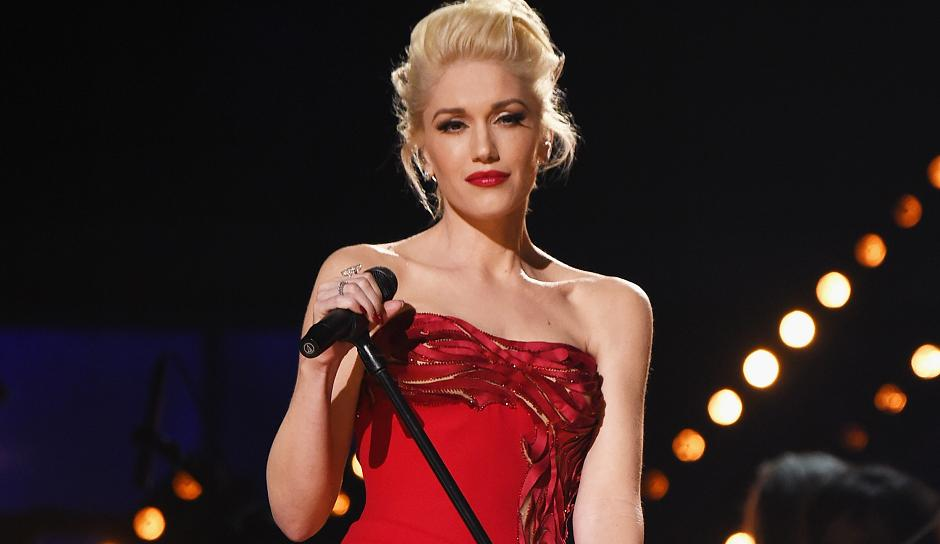 Gwen Stefani Teases Christmas Album