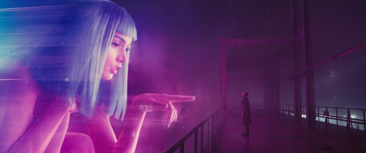 Ana de Armas and Ryan Gosling in Blade Runner 2049