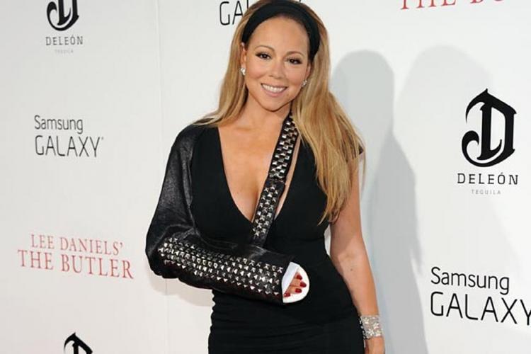 Mariah Carey waearing a cast.jpg